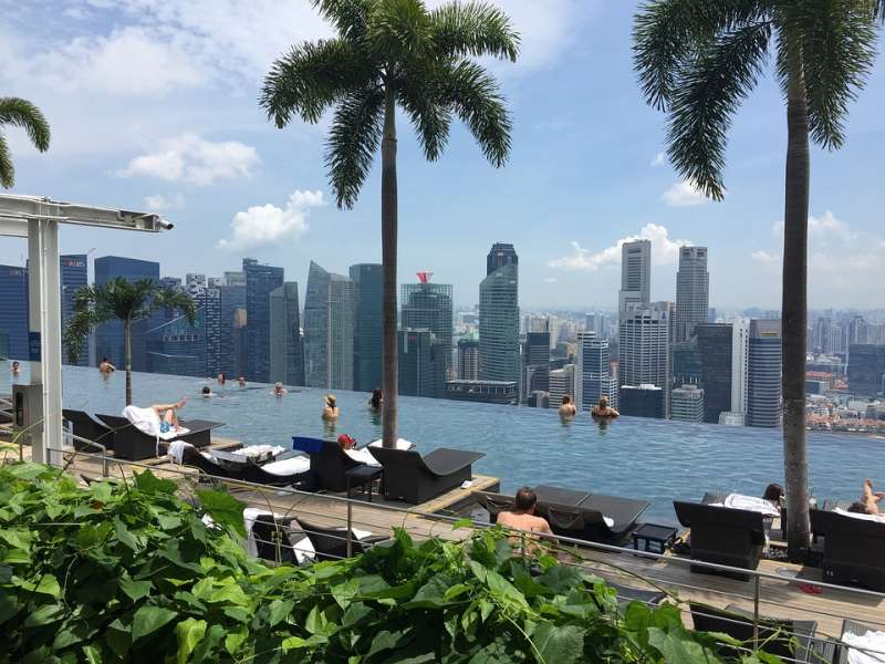 Infinite pool Marina Bay